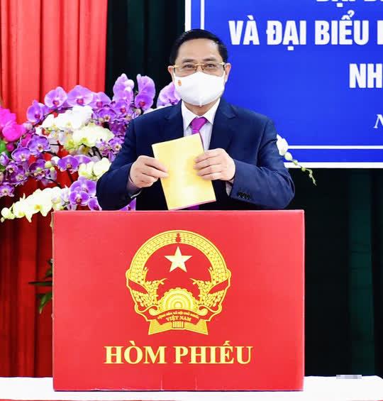 Thủ tướng Phạm Minh Chính hoàn thành bỏ phiếu bầu cử tại Cần Thơ - Ảnh 3.