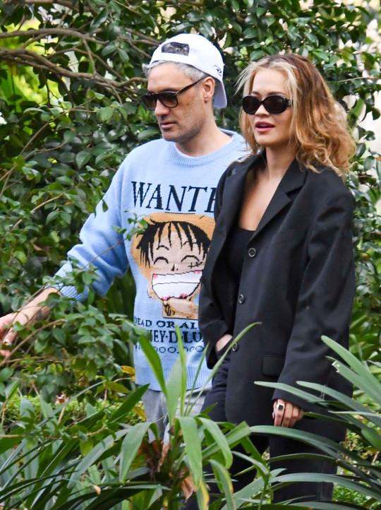 Nữ ca sĩ Rita Ora hạnh phúc bên người tình - Ảnh 4.