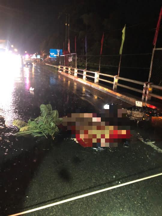 Xe tải tông xe máy, 1 người chết, 1 người bị kéo lê 20km - Ảnh 1.