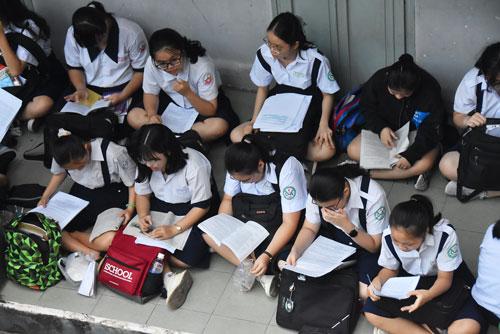 Khẩn trương chuẩn bị thi tuyển sinh lớp 10 - Ảnh 1.