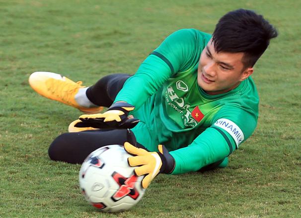 Thủ môn được HLV Park Hang-seo bổ sung vào danh sách đi UAE là ai? - Ảnh 1.