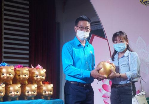 Hơn 1,6 tỉ đồng gây quỹ học bổng Nguyễn Đức Cảnh - Ảnh 1.
