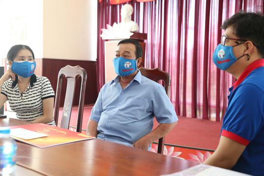 Chương trình Mai Vàng nhân ái thăm 3 nghệ sĩ, nhà báo tỉnh Đồng Nai - Ảnh 6.
