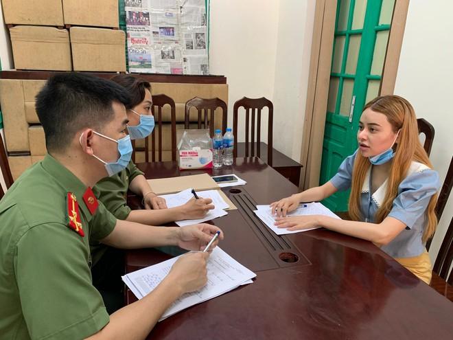 2 nữ sinh viên xinh đẹp làm nội gián cho nhiều người Trung Quốc nhập cảnh trái phép - Ảnh 1.