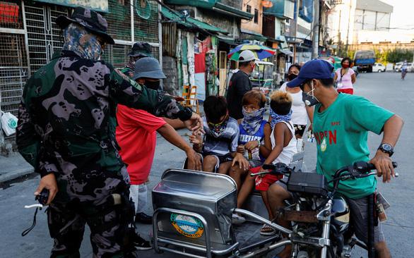 Tổng thống Philippines nói không cần phải thô lỗ với Trung Quốc - Ảnh 2.