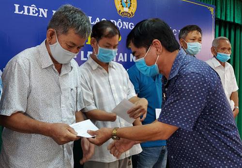 Động viên công nhân bị khuyết tật và tai nạn lao động - Ảnh 1.