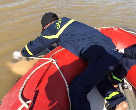 Phát hiện thi thể nam thanh niên 22 tuổi trôi dạt trên sông - Ảnh 1.
