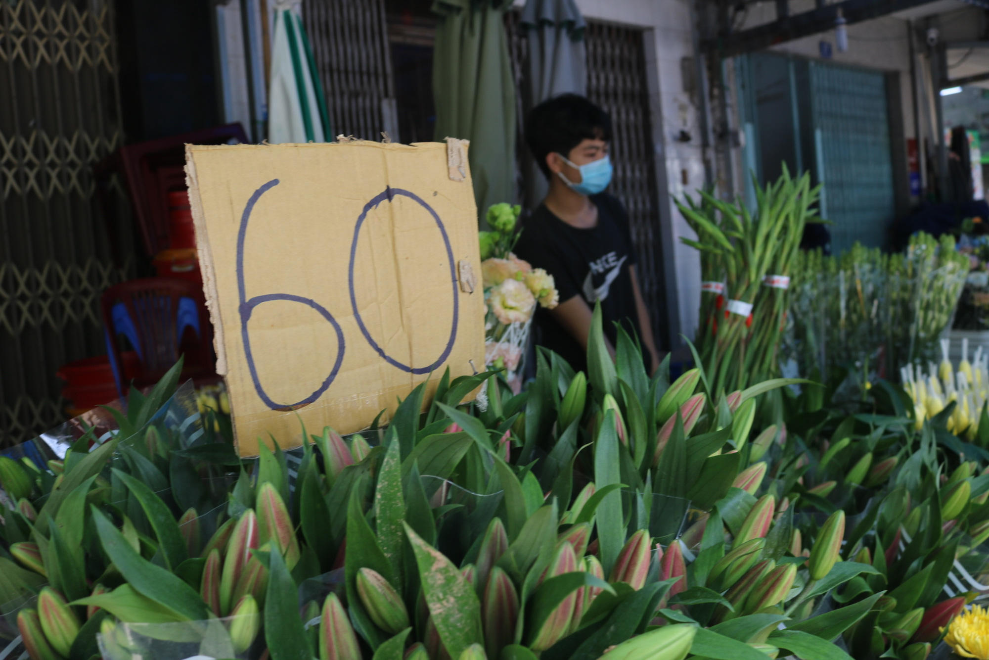 Dam Sen flower market small trader: More happy than sad - Photo 7.