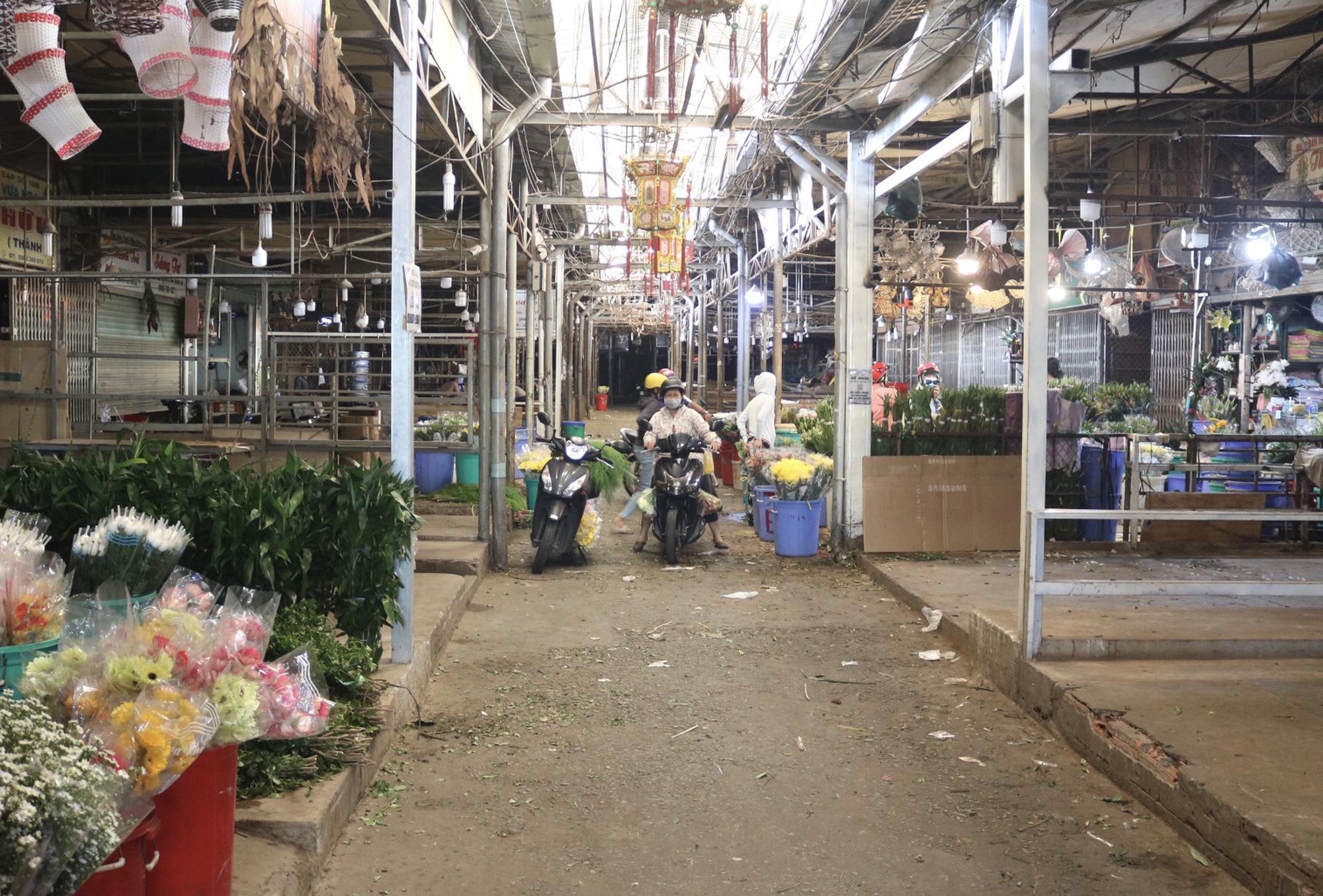Dam Sen flower market small trader: More happy than sad - Photo 6.
