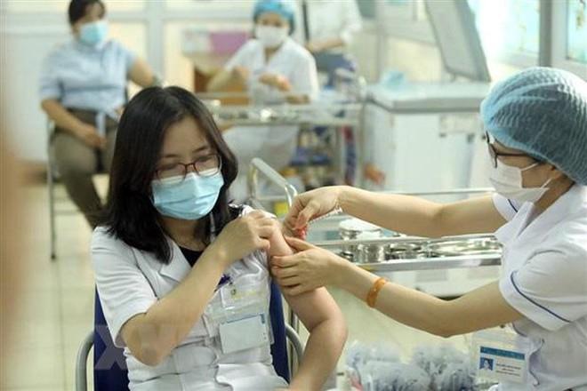 Việt Nam sắp nhận thêm 6 triệu liều vắc-xin Covid-19 của Pfizer, AstraZeneca - Ảnh 1.