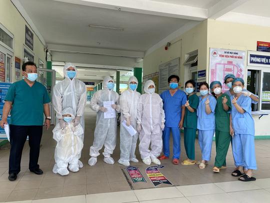 Đà Nẵng: Nữ bệnh nhân 81 tuổi mắc Covid-19 từng thở máy, lọc máu phục hồi ngoạn mục - Ảnh 1.