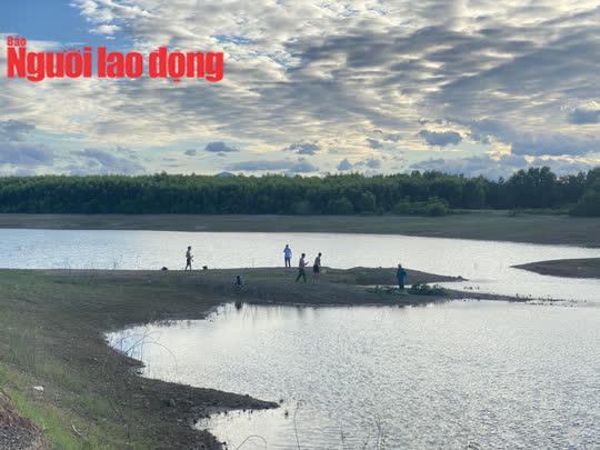 Quảng Trị: 2 nam sinh đuối nước tử vong trên hồ La Ngà - Ảnh 1.