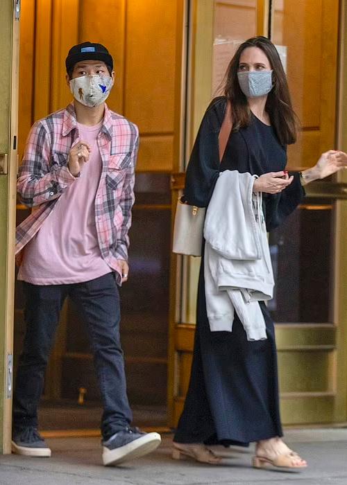 Pax Thiên tháp tùng khi Angelina Jolie đến thăm chồng cũ - Ảnh 2.