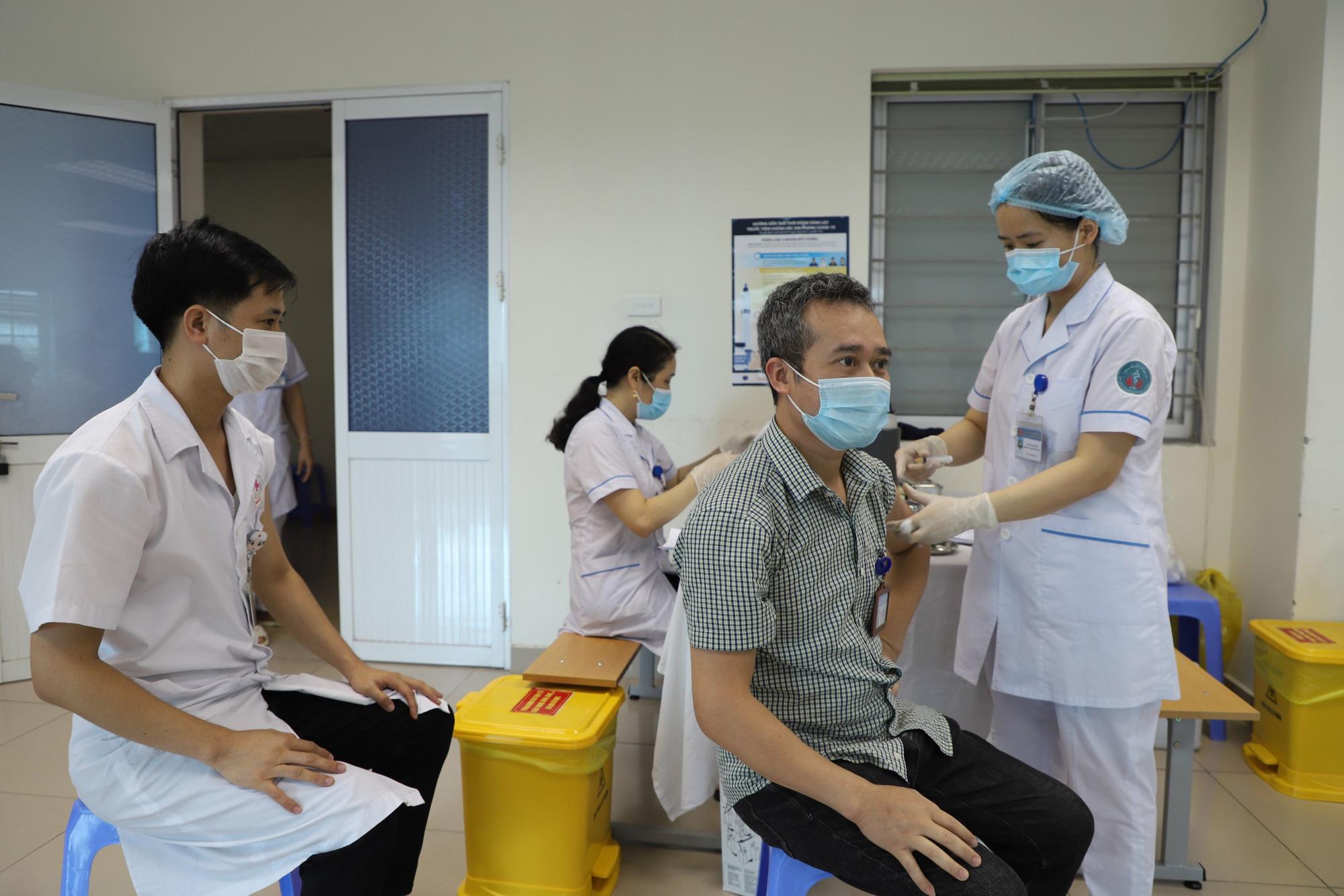 Giao lưu trực tuyến: Người dân đăng ký tiêm miễn phí vắc-xin phòng Covid-19 thế nào? - Báo Người lao động