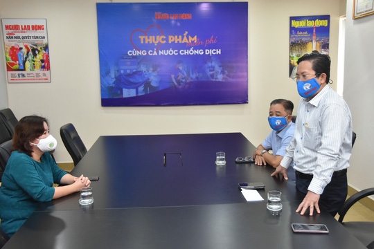 Tập đoàn Bất động sản Vạn Phúc ủng hộ 100 tấn gạo và 2.000 quần áo bảo hộ phòng, chống dịch Covid-19 - Ảnh 3.