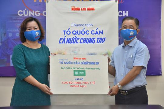 Tập đoàn Bất động sản Vạn Phúc ủng hộ 100 tấn gạo và 2.000 quần áo bảo hộ phòng, chống dịch Covid-19 - Ảnh 5.