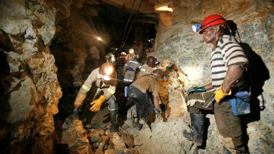 Bí ẩn 20 thi thể tại mỏ vàng bỏ hoang ở Nam Phi - Ảnh 1.