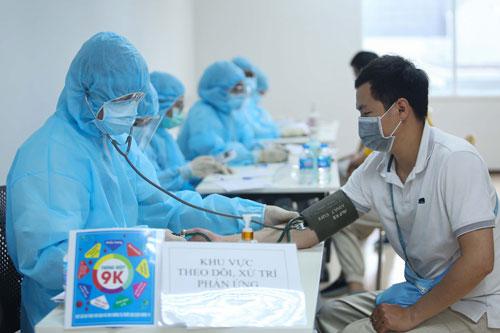 TP HCM khởi động chiến dịch tiêm vắc-xin Covid-19 - Ảnh 1.