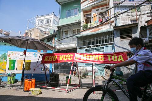 TP HCM: Phong tỏa một số khu vực ở Bình Tân, Hóc Môn - Ảnh 1.