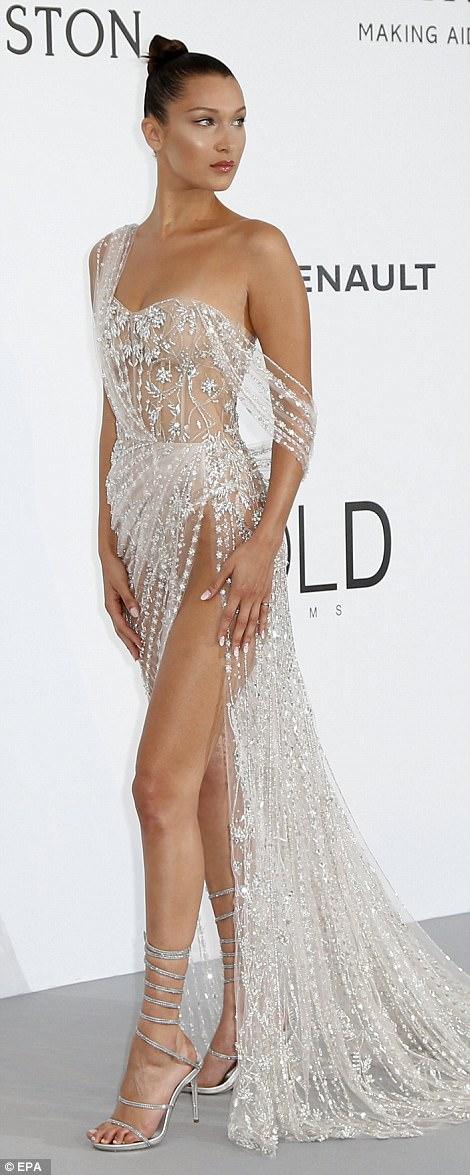 Siêu mẫu Bella Hadid khoe vòng eo săn chắc - Ảnh 10.