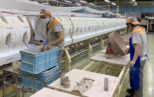 Hà Nội: Hơn 45.000 công nhân bị ảnh hưởng bởi dịch Covid-19 - Ảnh 1.