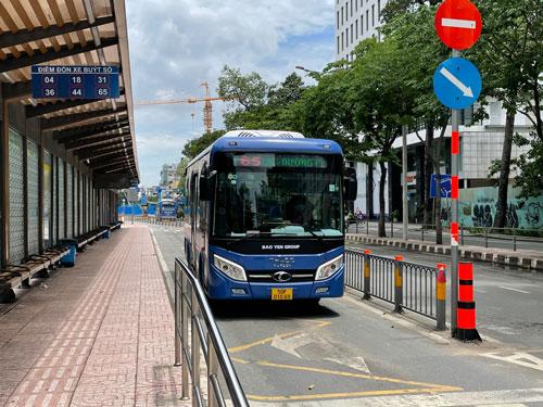 Vụ lùm xùm đấu thầu 4 tuyến xe buýt: Sở GTVT TP HCM yêu cầu báo cáo vụ việc - Ảnh 1.