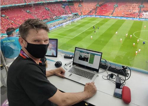 Nhà báo vượt khó ở Euro - Ảnh 1.