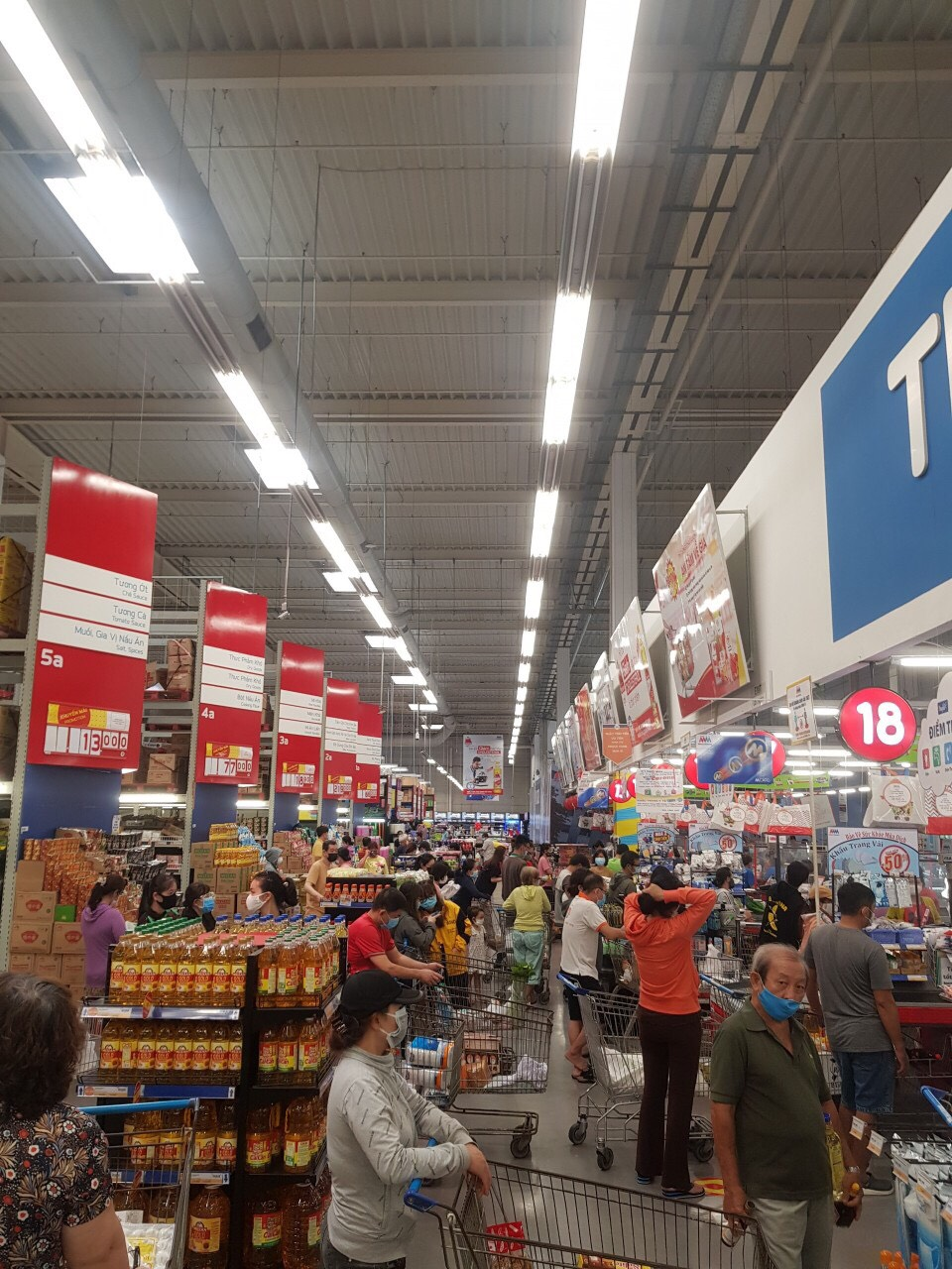 Markets, supermarkets are full of goods;  People go shopping orderly - Photo 2.