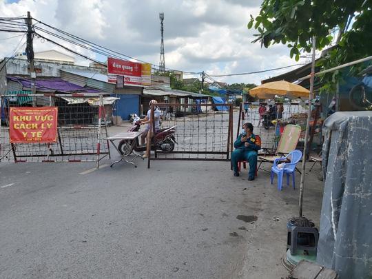 TP HCM ngày đầu cấm chợ tự phát, giao thông công cộng - Ảnh 18.