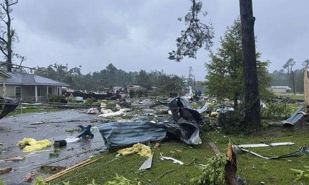 Mỹ: Tai nạn xe do bão, 9 trẻ em thiệt mạng - Ảnh 2.