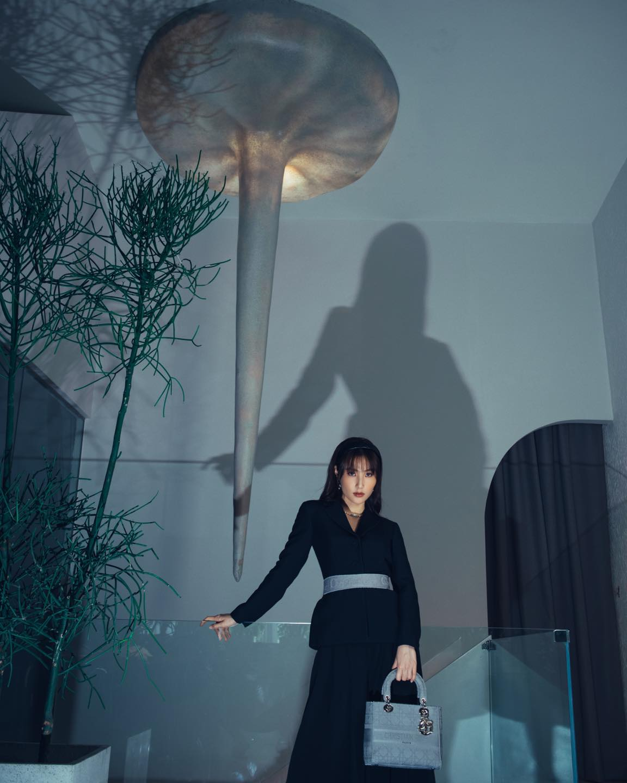 Diễm My 9X, Ngô Thanh Vân, Việt Trinh… tung loạt ảnh thời trang sang trọng - Ảnh 2.