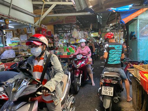 Chợ truyền thống tăng cường chống dịch - Ảnh 1.