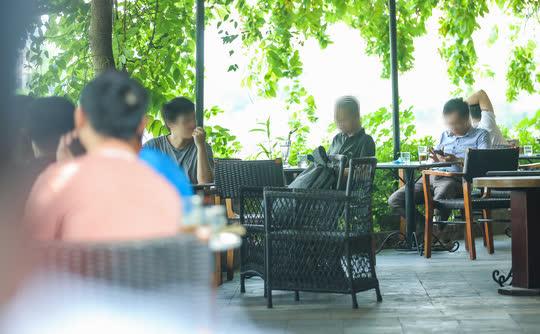 CLIP: Hàng quán Hà Nội tấp nập đón khách trở lại, chủ quán mừng ra mặt - Ảnh 14.