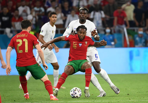 Vòng 1/8 Euro 2020: Loạt đấu kỳ phùng địch thủ - Ảnh 1.