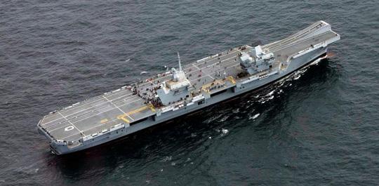 Tàu sân bay mới của Anh khởi động cuộc tấn công vào ISIS - Ảnh 1.