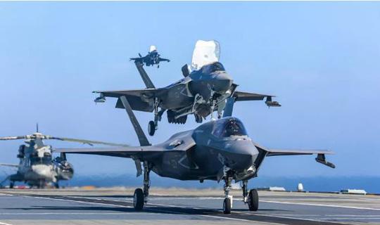 Tàu sân bay mới của Anh khởi động cuộc tấn công vào ISIS - Ảnh 2.