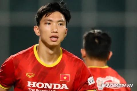 CLIP: Văn Hậu bầm tím mắt sau khi trở lại tập luyện cùng đội tuyển Việt Nam - Ảnh 3.
