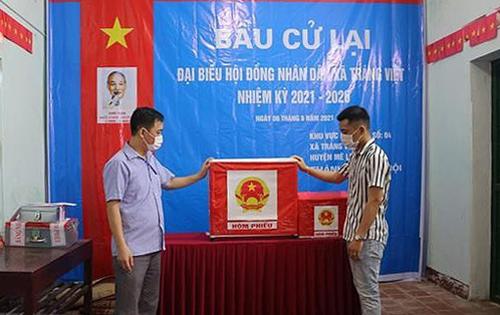 Phó Bí thư xã thông đồng tổ trưởng bầu cử mang hàng chục phiếu về nhà bầu cho mình - Ảnh 1.
