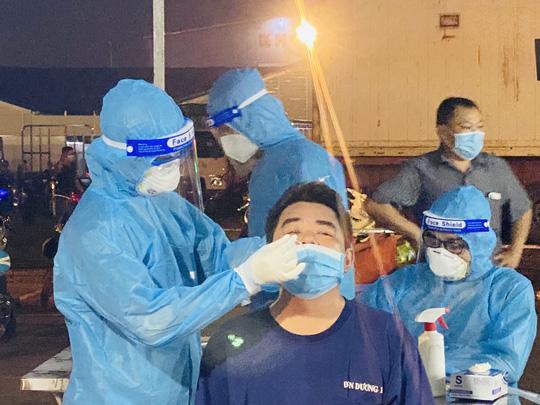 TP HCM: Quận Bình Thạnh và TP Thủ Đức xét nghiệm tầm soát SARS-CoV-2 cho người dân trên địa bàn - Ảnh 2.