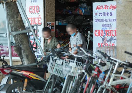 CLIP: Dịch vụ cho thuê xe đạp ở hồ Tây kiếm tiền triệu mỗi ngày - Ảnh 4.