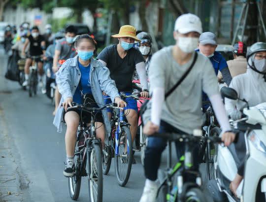 CLIP: Dịch vụ cho thuê xe đạp ở hồ Tây kiếm tiền triệu mỗi ngày - Ảnh 11.