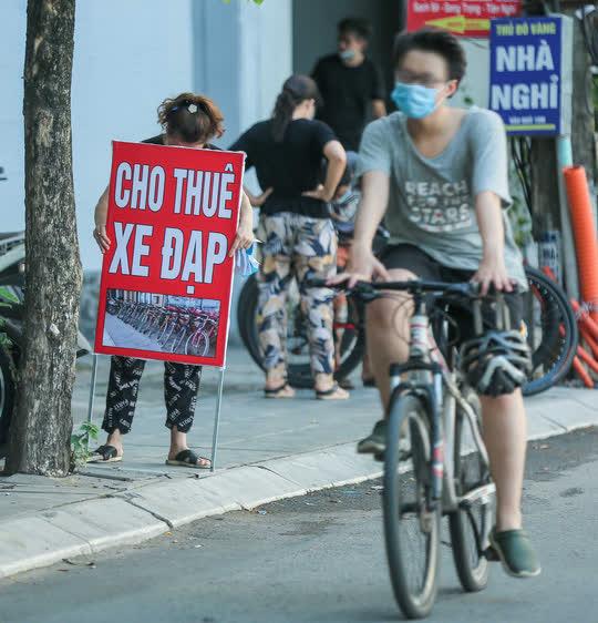 CLIP: Dịch vụ cho thuê xe đạp ở hồ Tây kiếm tiền triệu mỗi ngày - Ảnh 5.