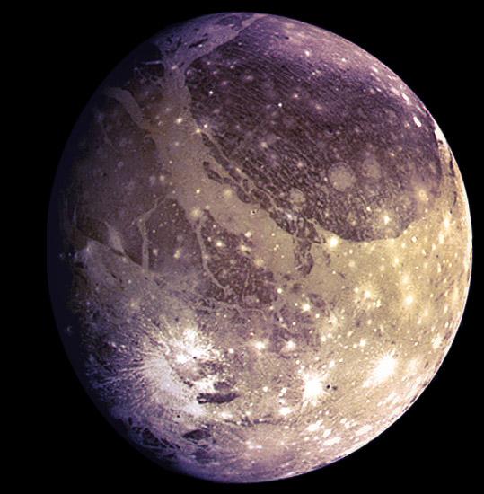Đêm nay, tàu NASA áp sát mặt trăng màu tím có 2 đặc điểm y hệt Trái Đất - Ảnh 1.