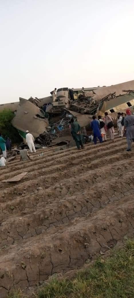 Hai tàu cao tốc Pakistan đâm nhau, thương vong la liệt - Ảnh 2.