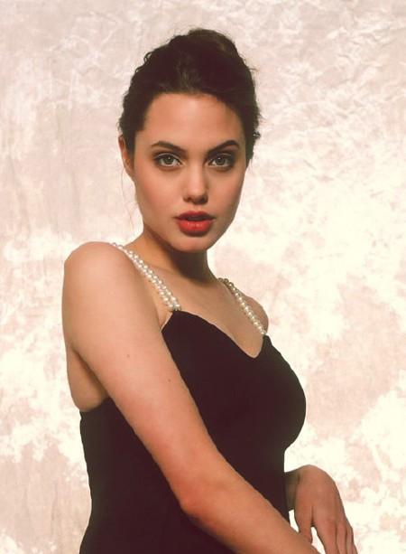 Nhan sắc không tì vết của Angelina Jolie thời trẻ - Ảnh 2.