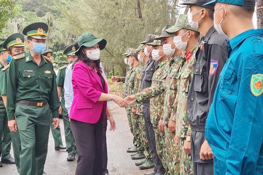 Phó Chủ tịch nước thăm và tặng quà các chiến sĩ biên phòng Kiên Giang - Ảnh 3.