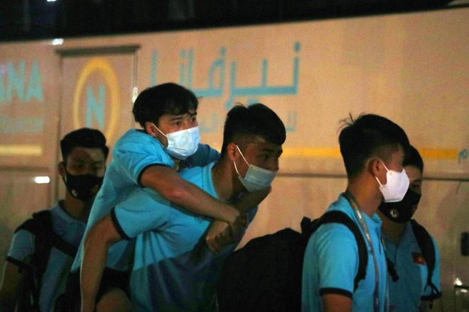 Tuấn Anh, Văn Toàn trấn an về chấn thương sau hàng loạt pha phạm lỗi của cầu thủ Indonesia - Ảnh 5.