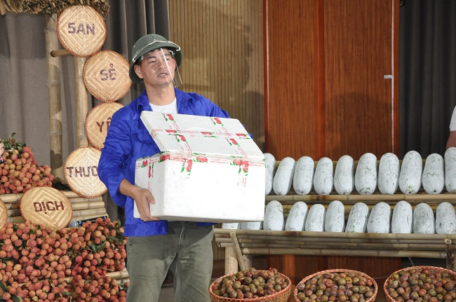 Xuan Bac livestream sells agricultural products, closing more than 4,000 orders within 1 hour - Photo 2.