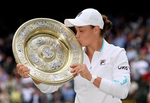 Ashleigh Barty đăng quang ngôi hậu Wimbledon 2021 - Ảnh 1.