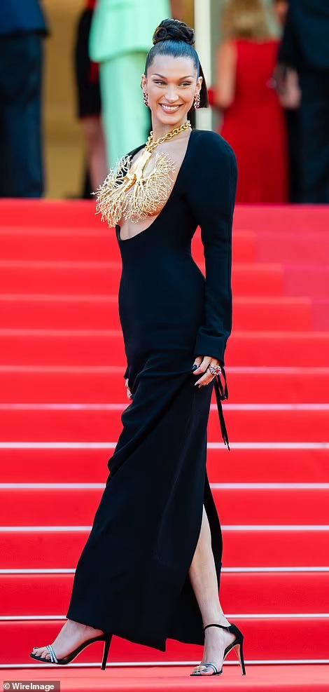 Siêu mẫu Bella Hadid lấy vàng... che ngực trần - Ảnh 6.